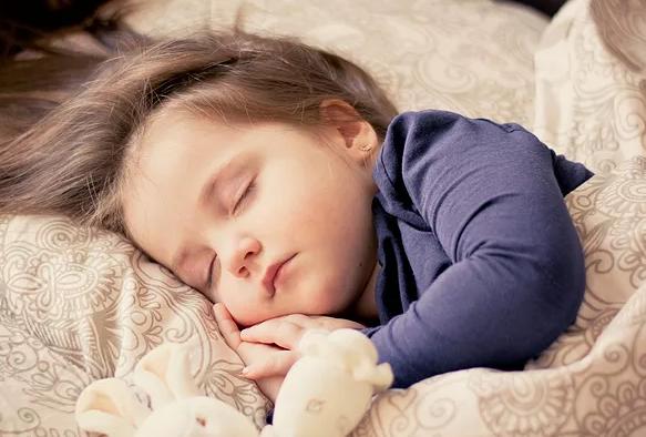 新生儿睡眠少是什么原因 新生儿睡眠少/